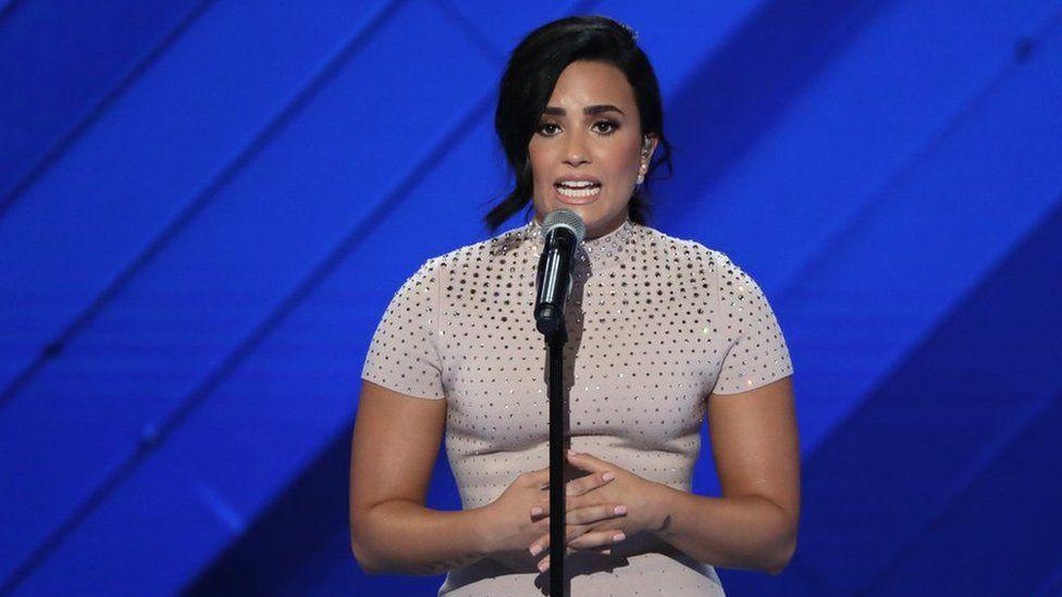 """Demi Lovato se une a Cheat Codes en su nuevo tema """"No Promises"""""""