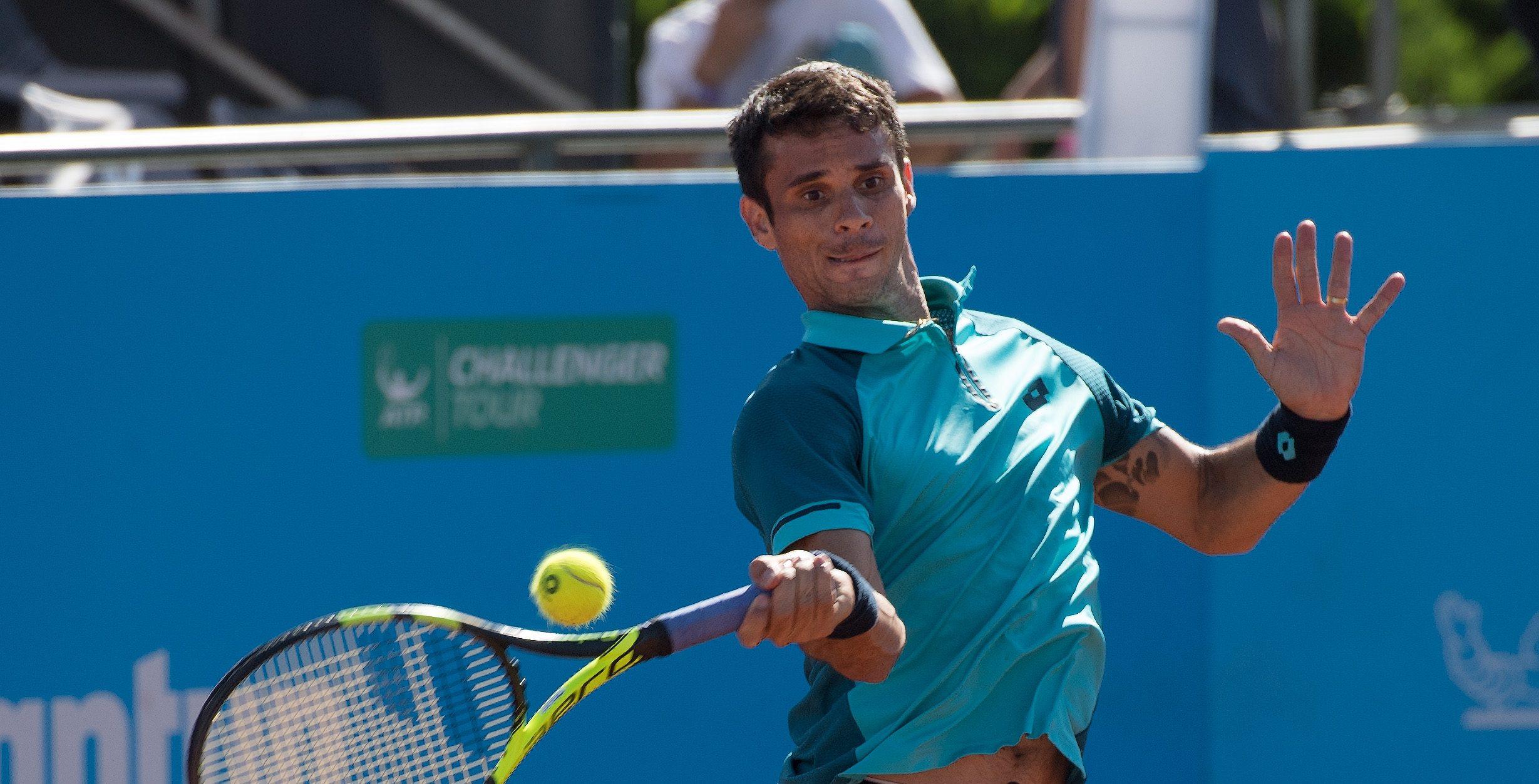 Nicolás Jarry ganó en singles y pasó directo a la final en dobles