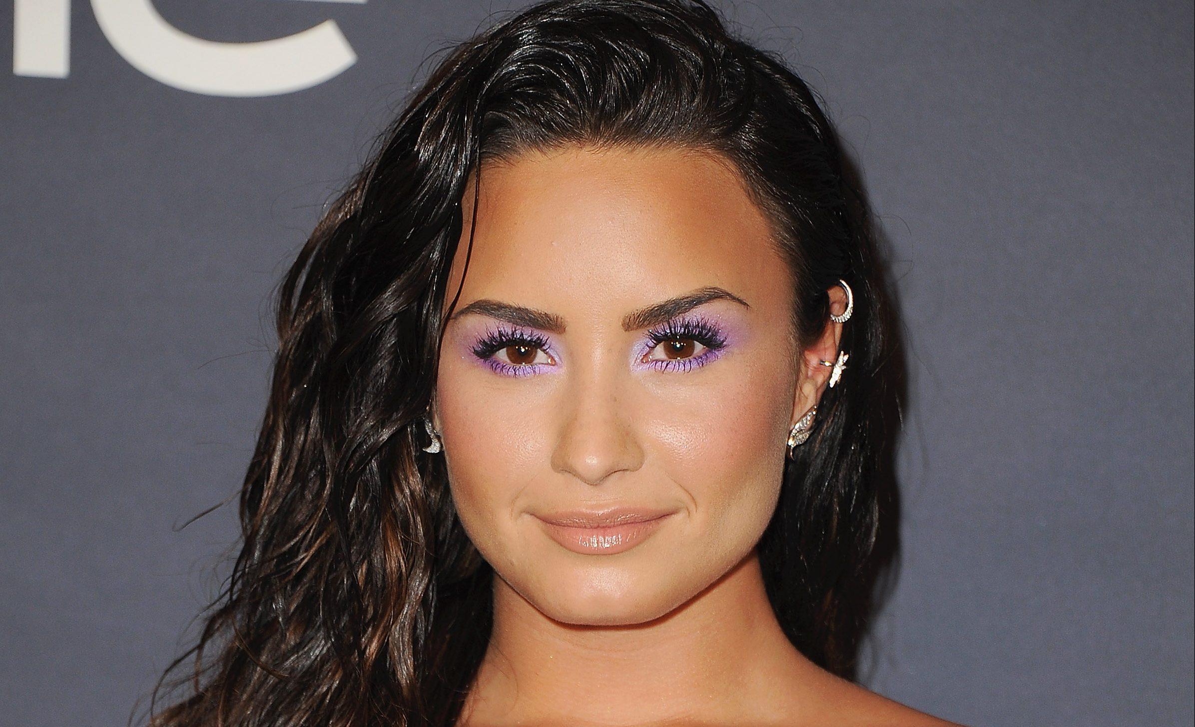 """Demi Lovato llega a la cima del Chart Británico con """"Solo"""" junto a Clean Bandit"""