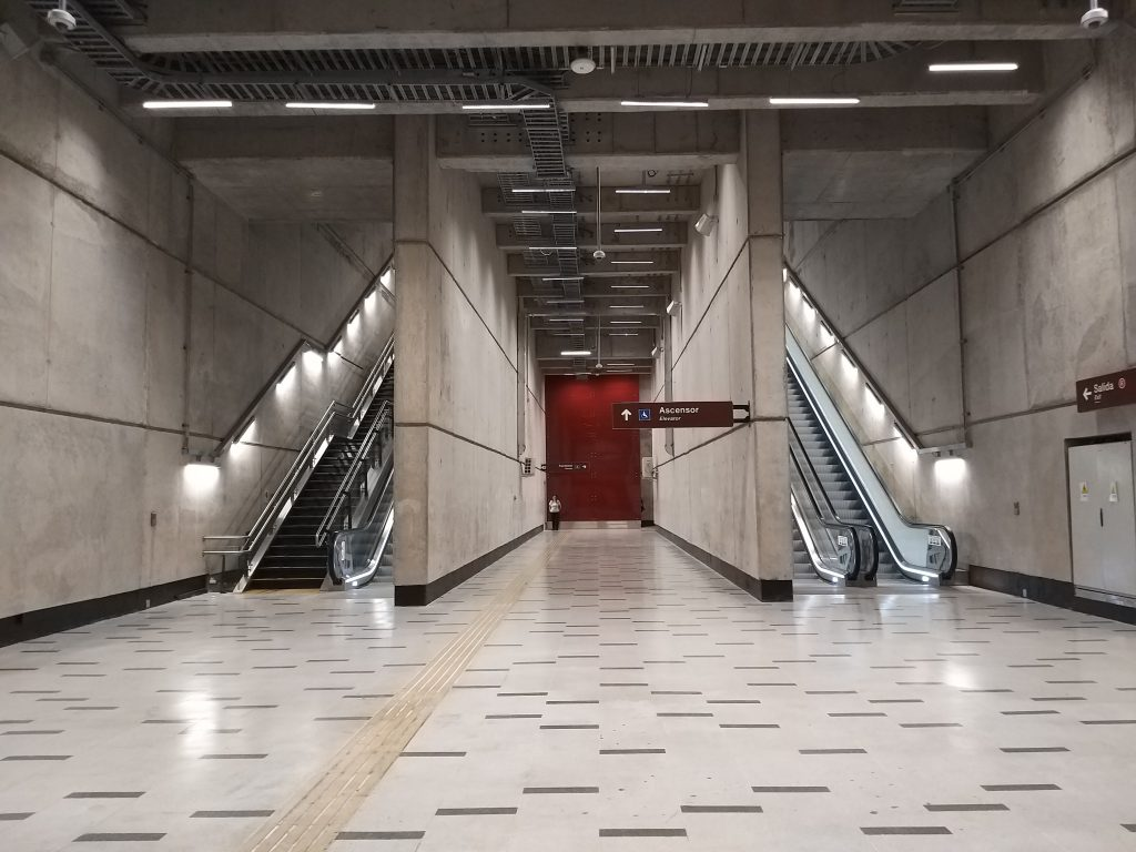 Escalera Estación Plaza de Armas (L3) sin gran angular