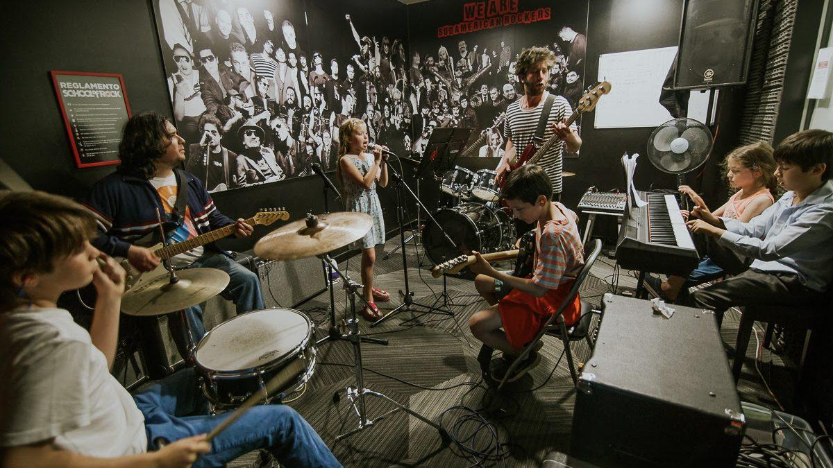 School of Rock y reconocido sello discografico buscan a nuevos jovenes músicos
