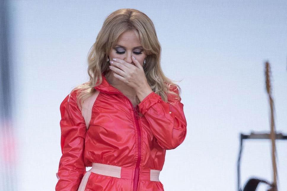 Kylie Minogue se emociona en su show en Glastonbury 2019