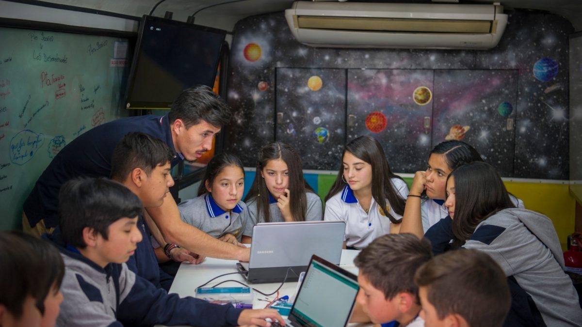SmartSpace 2019: El bus que llevará tecnología e innovación a estudiantes en todo Chile
