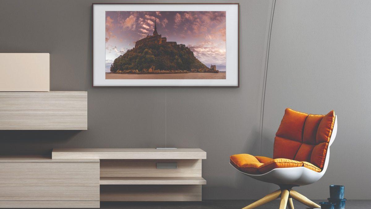 ¿Sientes que tienes muy encima tu televisor? Quizás no son las pulgadas adecuadas para ese espacio de tu casa