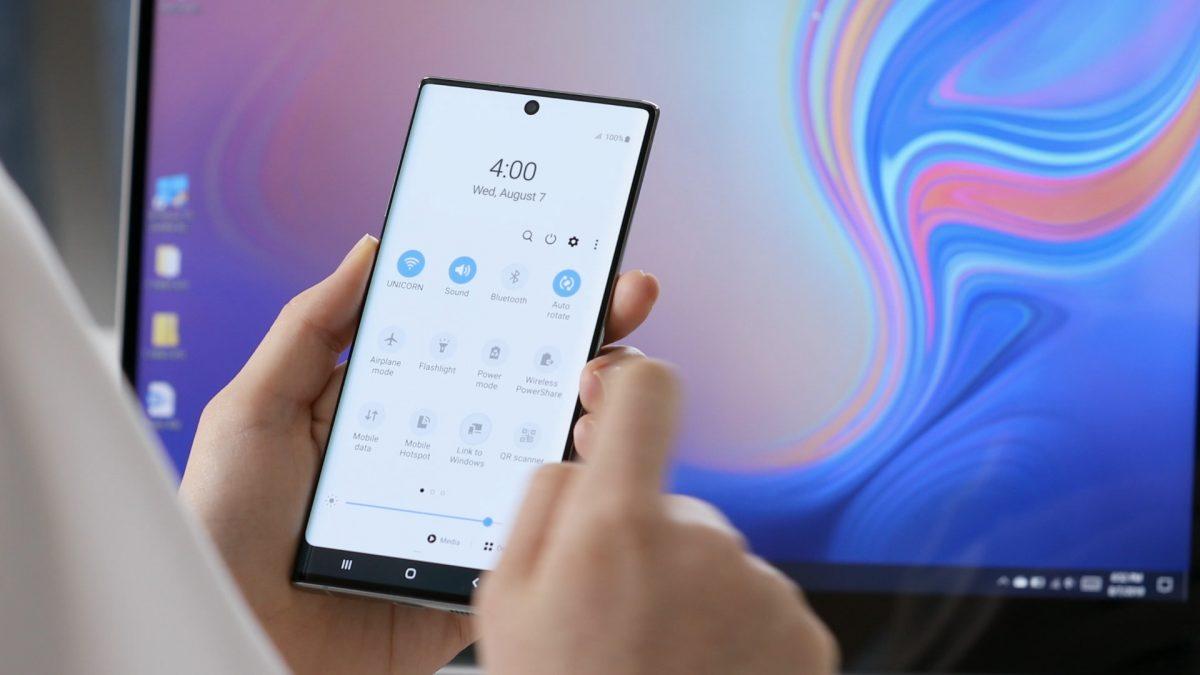 Envía mensajes y utiliza aplicaciones sin sacar tu celular  del bolsillo ¡En serio, es posible!
