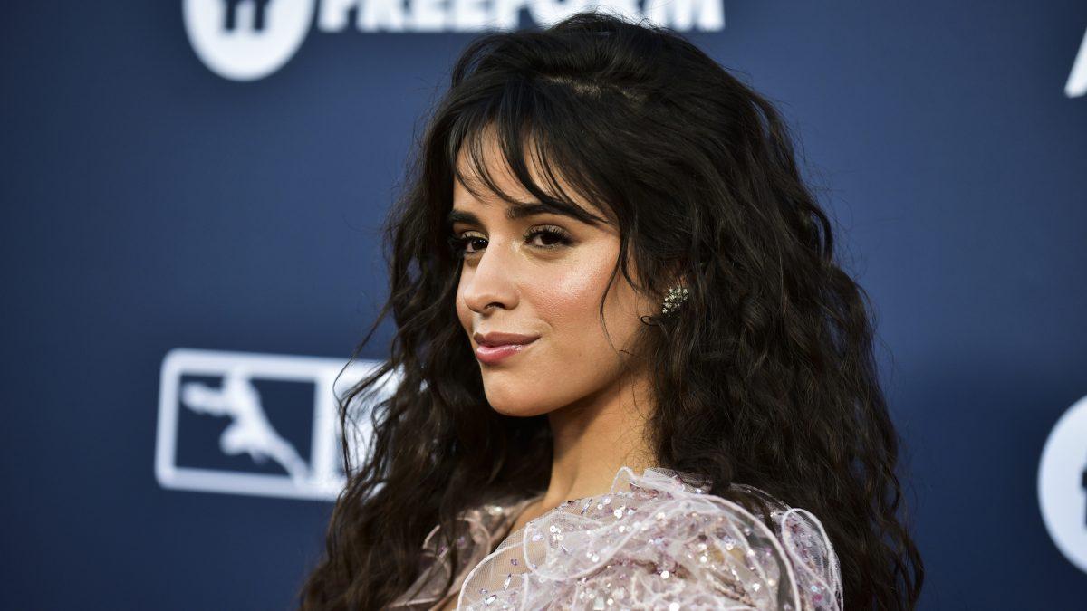 """Camila Cabello lanza su esperado álbum """"Romance"""" el 6 de diciembre"""