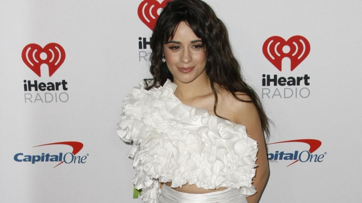 """Camila Cabello lanzó su tan esperado segundo álbum """"Romance"""""""