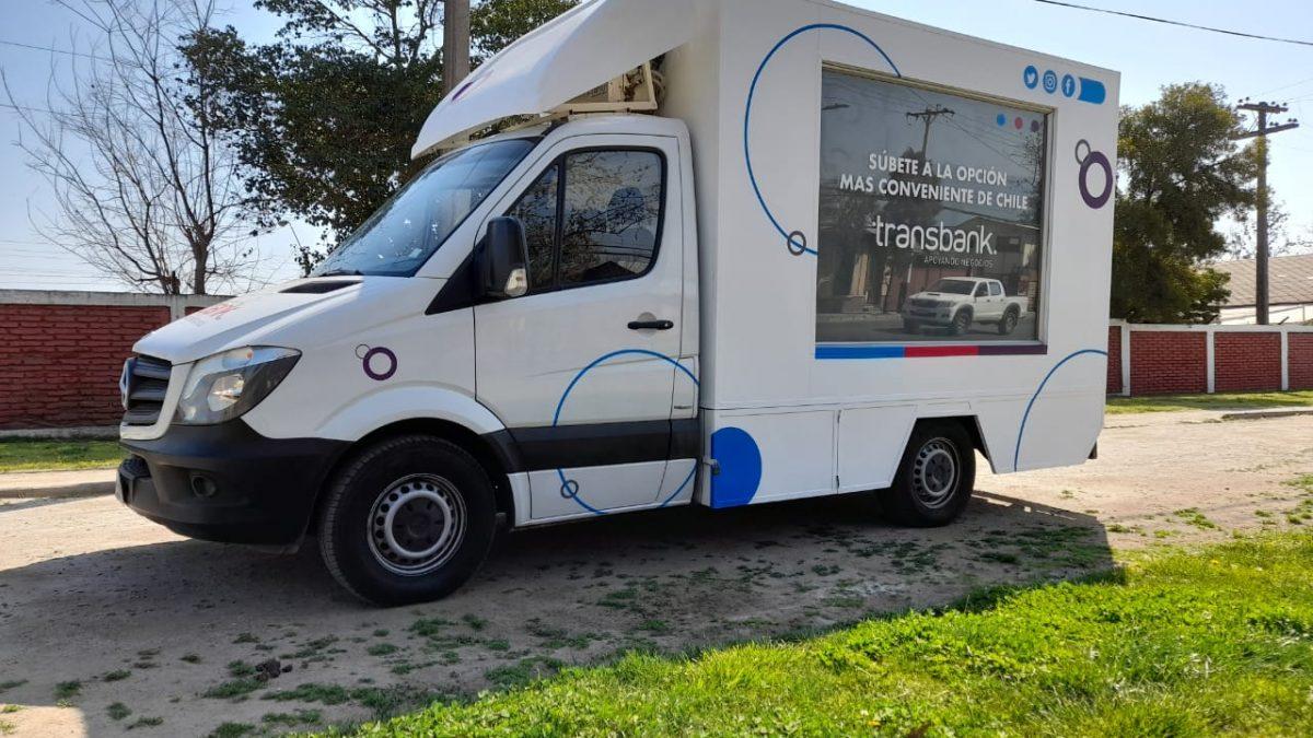 Oficina móvil de Transbank recorrerá Santiago y regiones acercando soluciones a comercios