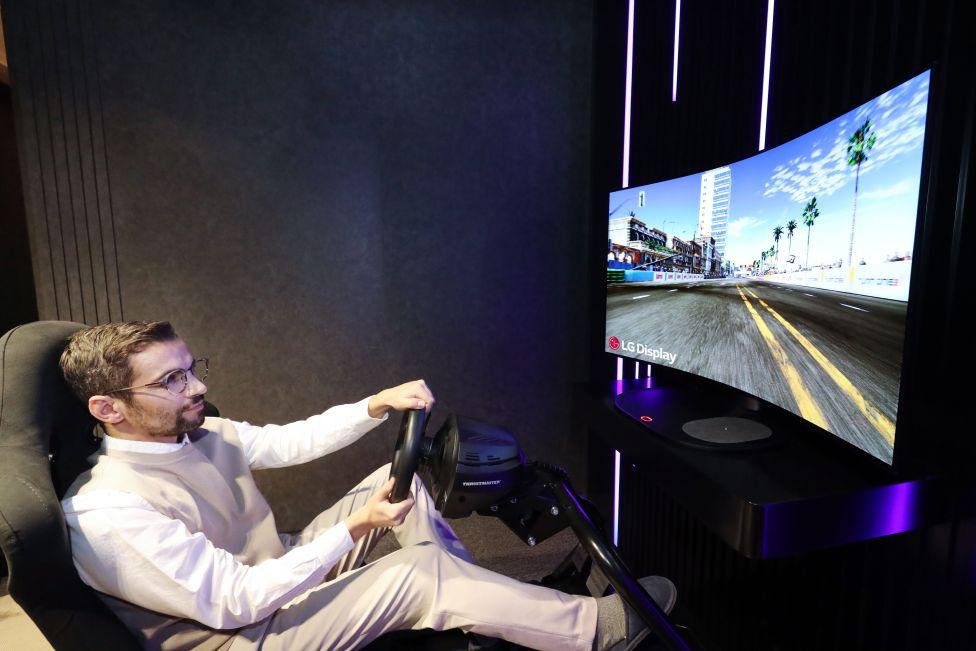 LG prepara lanzar su OLED CSO: Un televisor flexible para curvar a tu gusto