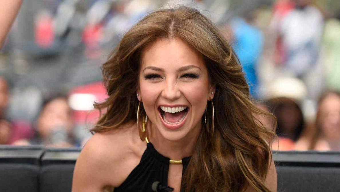 "Thalia estrena su nuevo álbum ""desAMORfosis"""