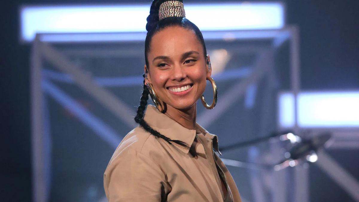 """Alicia Keys celebra 20 años de su icónico álbum """"Songs in a Mirror"""""""
