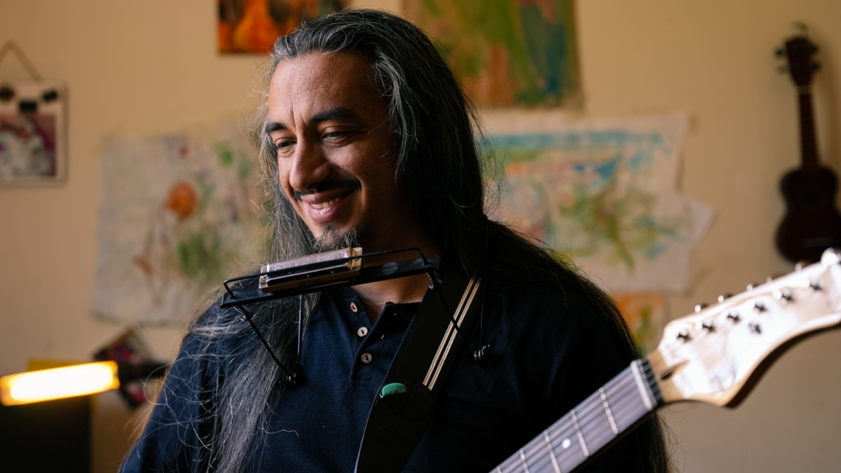 Armonicista Daniel Bahamondes acaba de estrenar su tercer disco Amor Presto